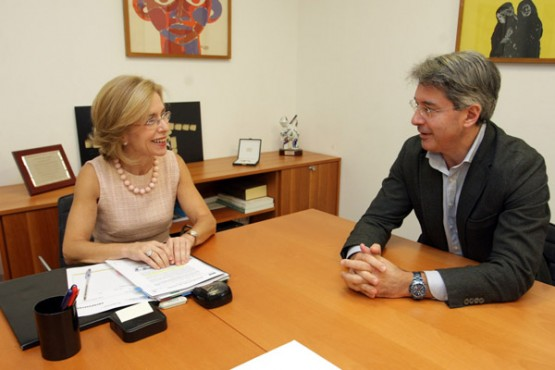 Encarnación Rivas na reunión co alcalde do Grove