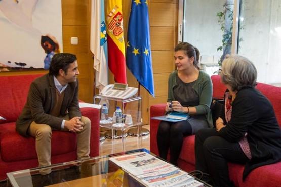 Rey Varela na reunión coa alcaldesa de Lobios. Foto: X. Crespo