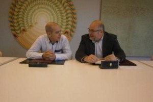 Xosé Regueira na reunión co alcalde de Vimianzo
