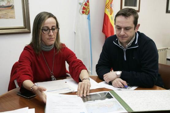 Ethel Vázquez na reunión co alcalde de Mugardos