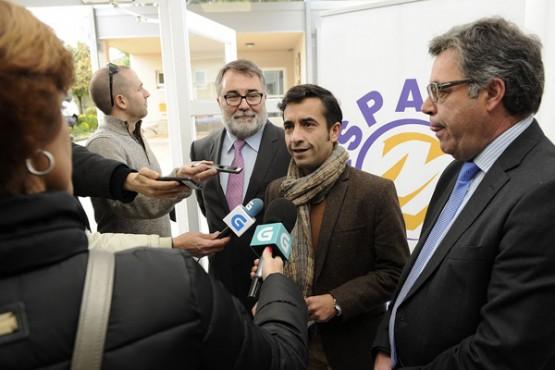 Rey Varela no encontro con representantes de ASPACE-Galicia. Foto: M. Fuentes