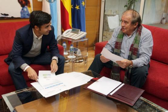 Rey Varela na reunión co alcalde do Bolo