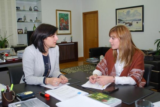 A conselleira de Medio Rural na reunión coa alcaldesa de Melide