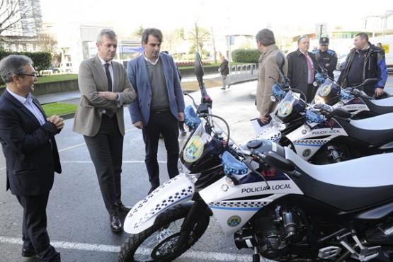Entrega das motocicletas. Foto: M. Fuentes