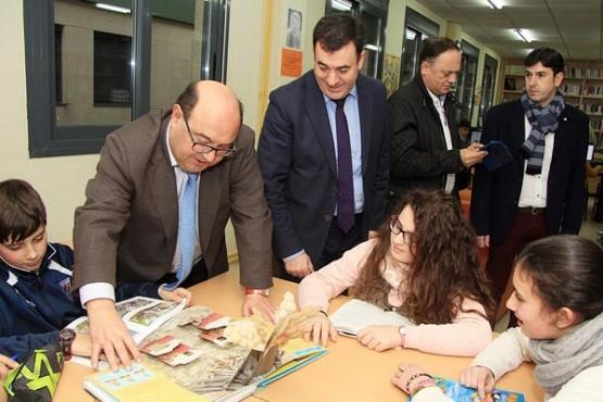Román Rodríguez na visita ao IES Marco do Camballón