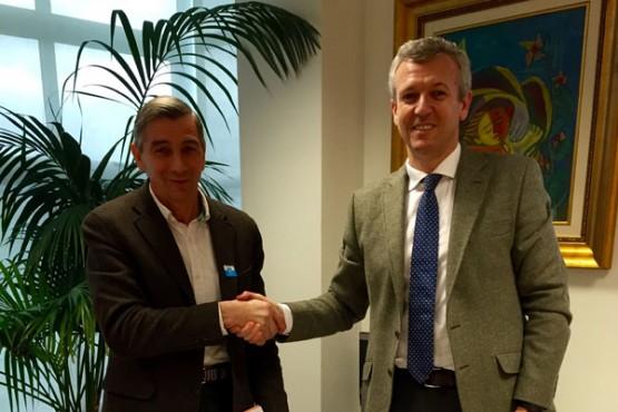Alfonso Rueda na reunión co alcalde de Cervantes
