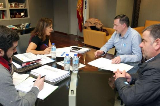 Beatriz Mato na reunión co alcalde de Riotorto. Foto: C. Paz