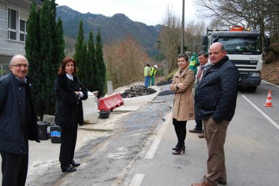 Díaz Mouteira na visita ás obras en Lobios