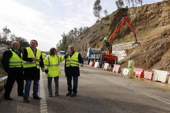 Ethel Vázquez supervisa as obras de emerxencia das estradas afectadas polo temporal