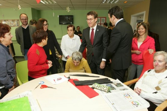 O presidente galego na visita ao centro residencial en Crecente. Foto: C. Paz