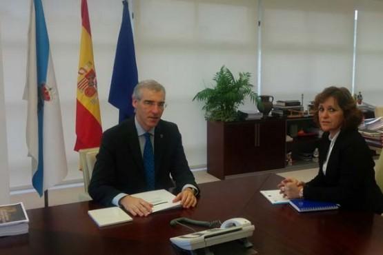Francisco Conde na reunión coa alcaldesa de Melón