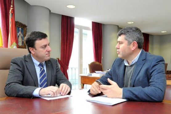 O presidente da Deputación da Coruña na reunión co alcalde de Boqueixón