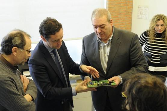Javier Aguilera na visita a Domotecnología y Seguridad. Foto: M. Fuentes