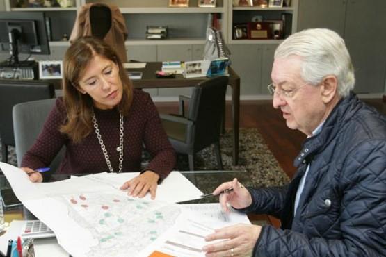 Reunión de Beatriz Mato e o alcalde de Valga. Foto: C. Paz