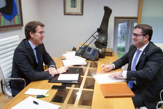 O alcalde da Cañiza na reunión con Feijóo