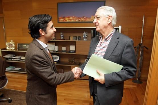 Rey Varela na reunión co alcalde de Valga