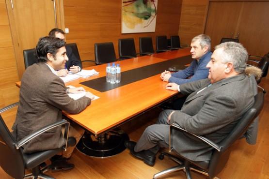 Rey Varela na reunión con alcaldes da Mancomunidade de Concellos da Comarca de Ourense. Foto: C. Paz