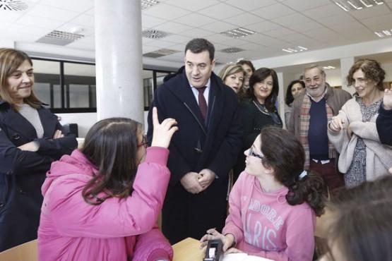 Román Rodríguez na visita ao IES de Cullerdo. Foto: M. Fuentes