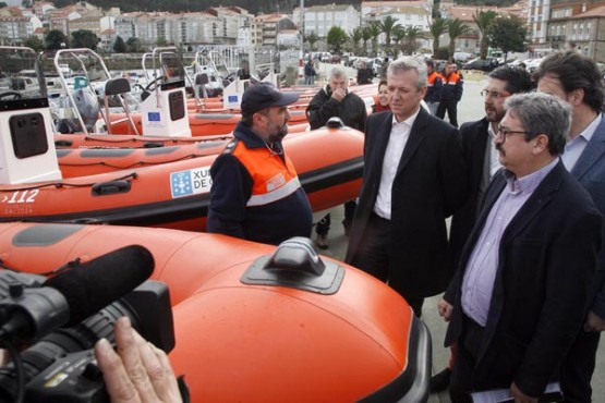 Alfonso Rueda na entrega de embarcacións en Porto do Son
