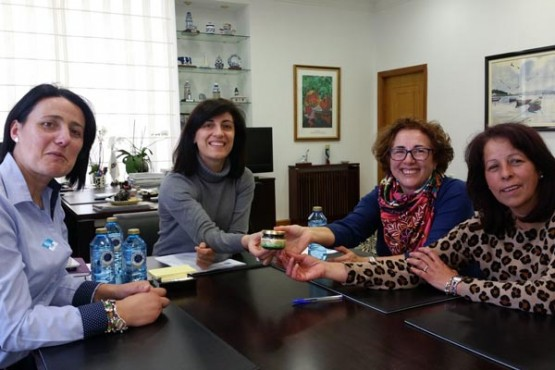 Ángeles Vázquez na reunión coa SAT A Pementeira