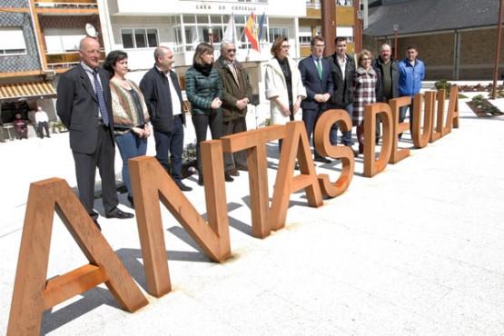 Feijóo na visita á praza de España en Antas de Ulla. Foto: C. Paz