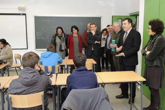 Román Rodríguez na visita ao IES de Carral. Foto: M. Fuentes