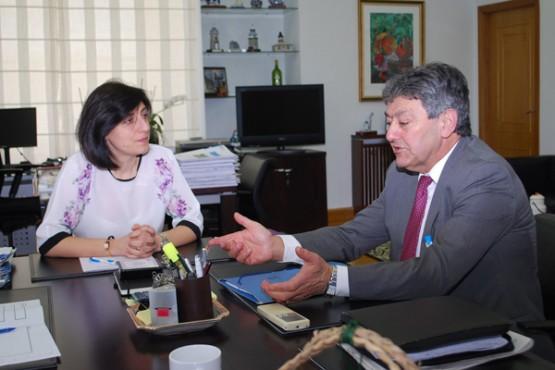 Ángeles Vázquez na reunión co alcalde de Baltar