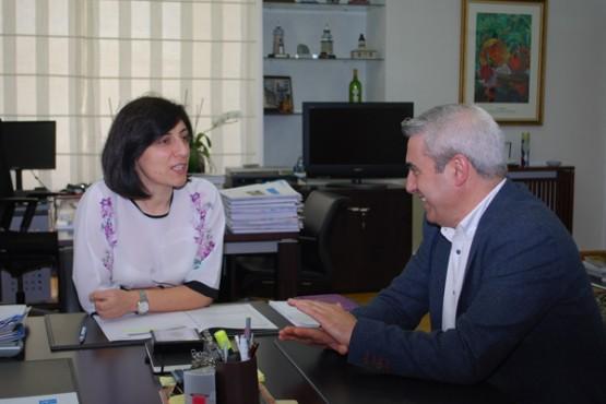 Ángeles Vázquez na reunión co alcalde do Pino