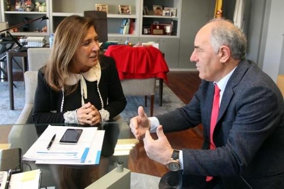 Beatriz Mato na reunión co alcalde de Guntín