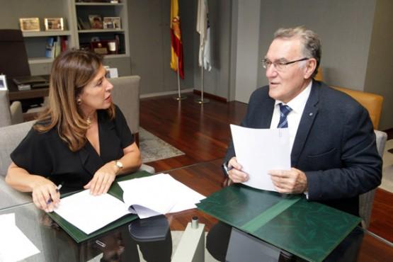 Beatriz Mato na reunión co alcalde do Barco de Valdeorras