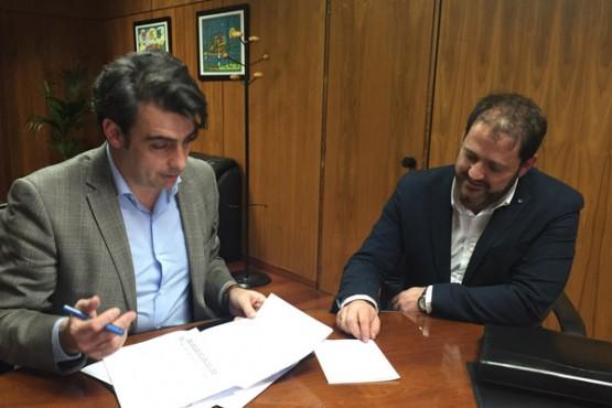 Diego Calvo na reunión co alcalde de Ponteceso