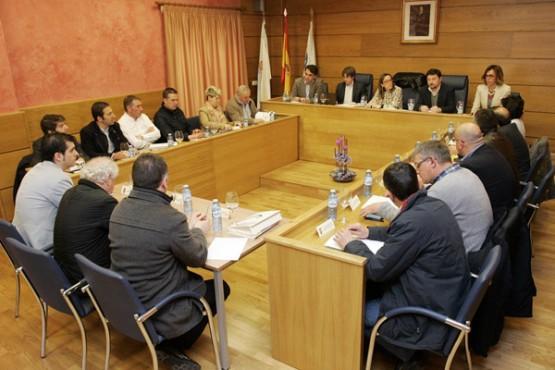 Ethel Vázquez na reunión con representantes dos concellos
