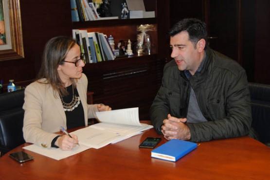 Ethel Vázquez na xuntanza co alcalde de Foz