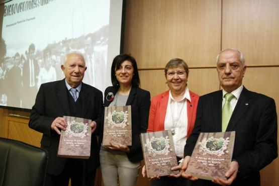 Ángeles Vázquez na presentación do libro en Boqueixón