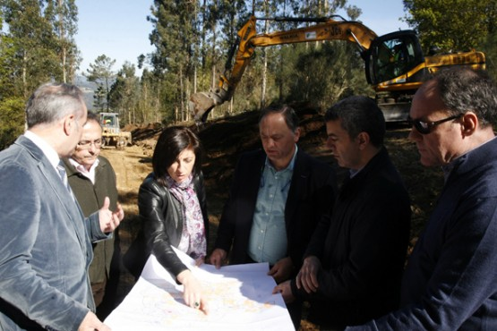 Ángeles Vázquez na visita ás obras da parcelaria