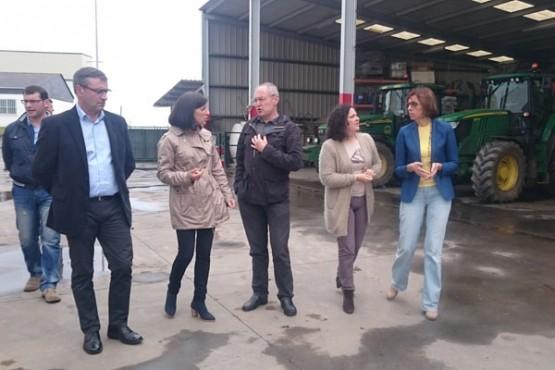Ángeles Vázquez na visita á cooperativa Os Irmandiños