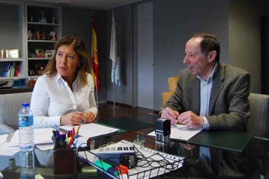 Beatriz Mato na reunión co alcalde de Beariz