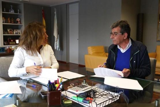 Beatriz Mato na reunión co alcalde de Sober