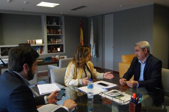 Beatriz Mato na reunión co alcalde do Pino