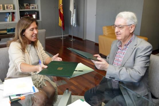 Beatriz Mato na sinatura do convenio co Concello de Valga. Foto: C. Paz