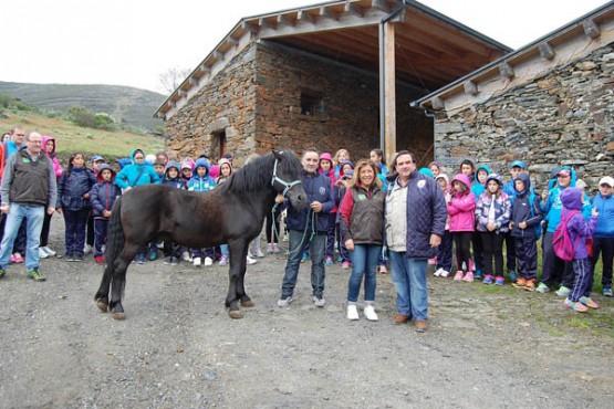 Beatriz Mato na visita ás instalacións de Interpretación do Parque Natural do Invernadeiro