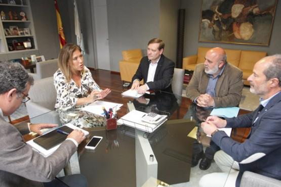 Beatriz Mato na reunión cos alcaldes da Laracha, Fene e As Somozas. Foto: C. Paz