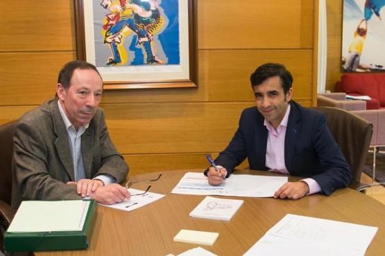Rey Varela na reunión co alcalde de Beariz. Foto: X. Crespo