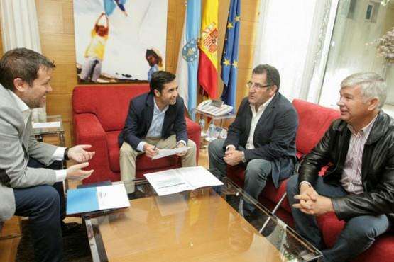 Rey Varela no encontro co alcalde de Vilardevós. Foto: C. Paz