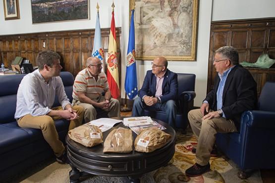 Manuel Baltar na reunión co alcalde de Cea