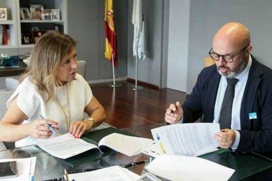 Beatriz Mato na reunión co alcalde da Gudiña