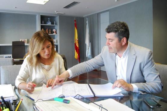Beatriz Mato na reunión co alcalde de Boqueixón