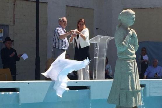 Descubrimento da escultura de María Soliña en Cangas