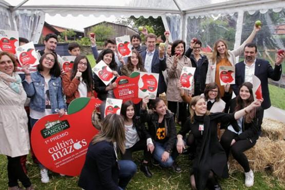 O presidente da Xunta na entrega dos premios do proxecto Cultiva Mazás. Foto: C. Paz