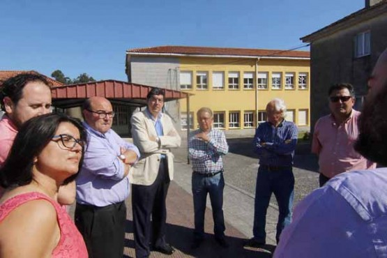 López-Chaves na visita ao Ceip Doutor Suárez